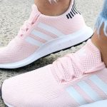Rosa Adidas Sneakers - Rosa Adidas Swift Run Sneakers für Damen | Foto von Clint ...