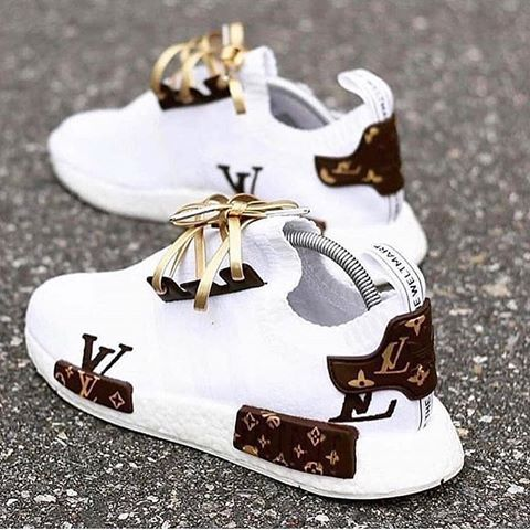 Check out these #LV sneakers!😍 are you feeling them as much as I am?😀 #fas…