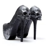 Halloween wedding style: Gothic wedding goods from head to toe