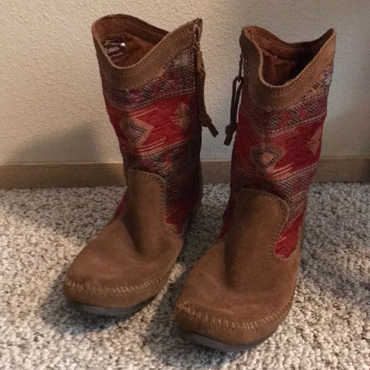 Moccasin Boots   Color: Brown/Red   Size: 10