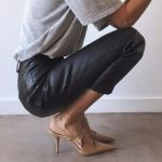 Spring outfit | Leather pants | Leather trousers | Grey shirt | Beige pumps | Hi...