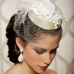 Sweet and romantic little wedding Hat. Really love this beautiful look.