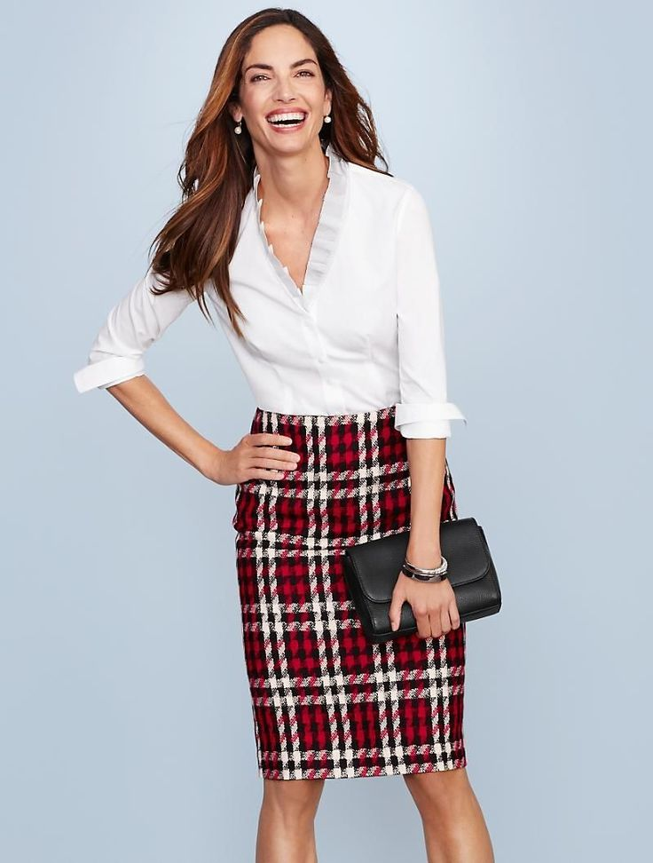 This gorgeous, merry plaid pencil skirt is just what your wardrobe needs for hol…