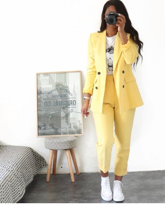 Yellow suit and sneakers | Inspiring Ladies